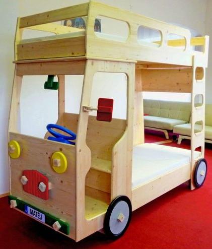 Dvoupatrová postel Valda - nákladní auto